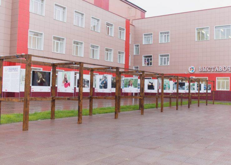 «Россия — это мы!» – детская фотовыставка под открытым небом заработала в Междуреченске