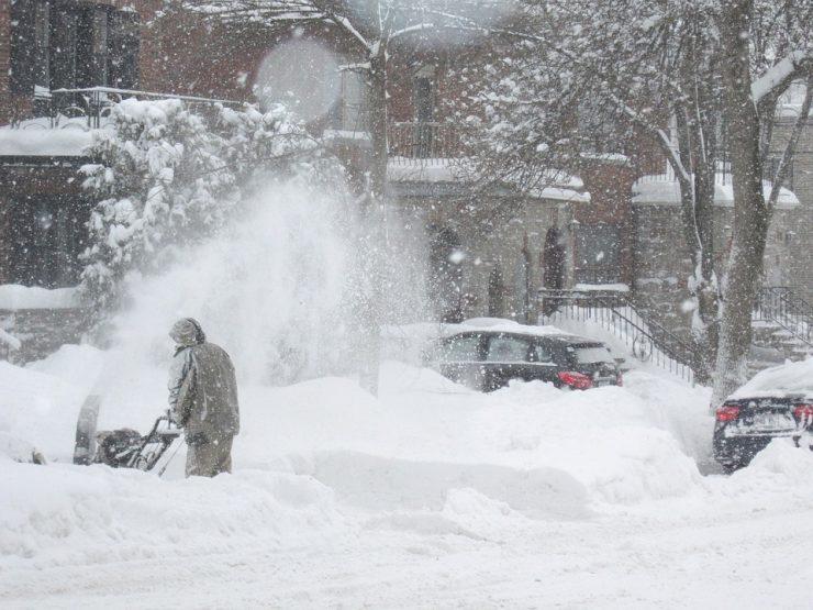 Новокузнечанам рассказали, куда можно сообщить о плохой уборке снега во дворах
