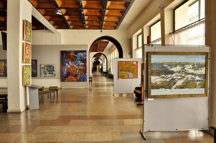 Выставка картин Александра Доможакова начнется свою работу в художественном музее