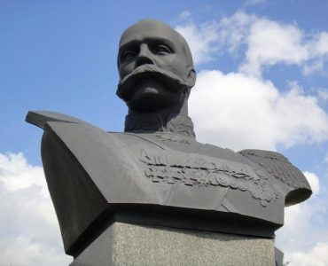 Горсть земли и камень подарил Новокузнецку генконсул в Китае