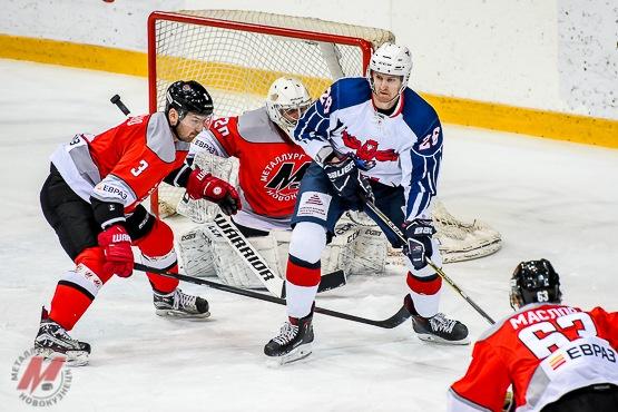 Новокузнечане обыграли соперника в овертайме со счетом 4:3 и поднялись на 9 место в чемпионате Высшей хоккейной лиги.