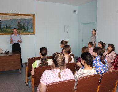В Кузбассе будущим мамам напомнили о безопасности юных пассажиров