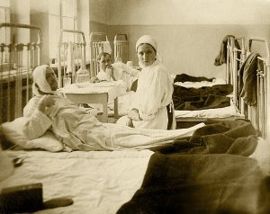 Врач-стоматолог Мария Моисеевна Амигуд в госпитале